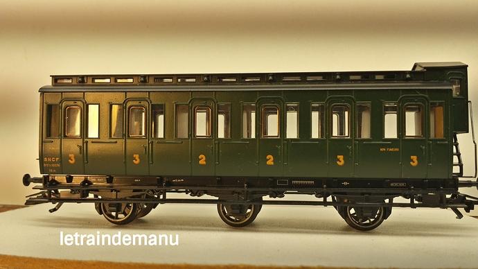 letraindemanu (842) voiture voyageur 3 pattes ex prussienne Marklin 4205.jpg