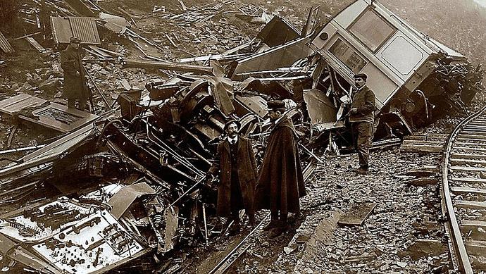 letraindemanu (1398) Le Train Jaune accident Paillat source l Indépendant.jpg