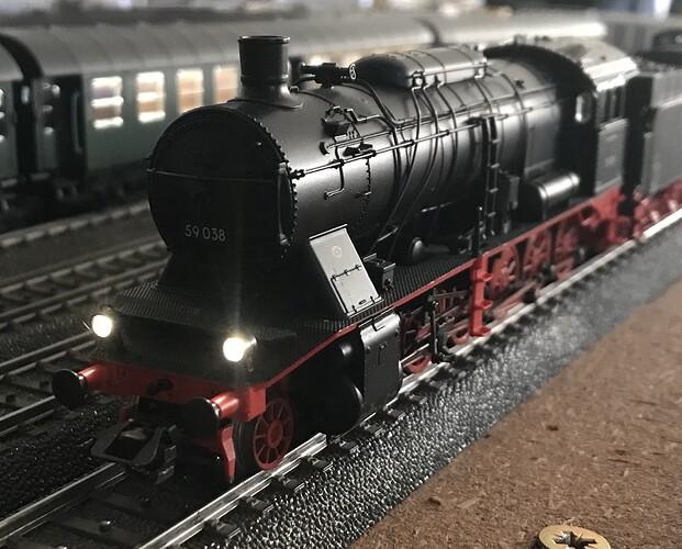 MK37058 f